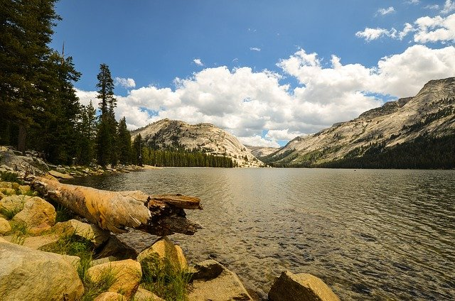 Beat the Heat with Hikes to these 5 Alpine Lakes